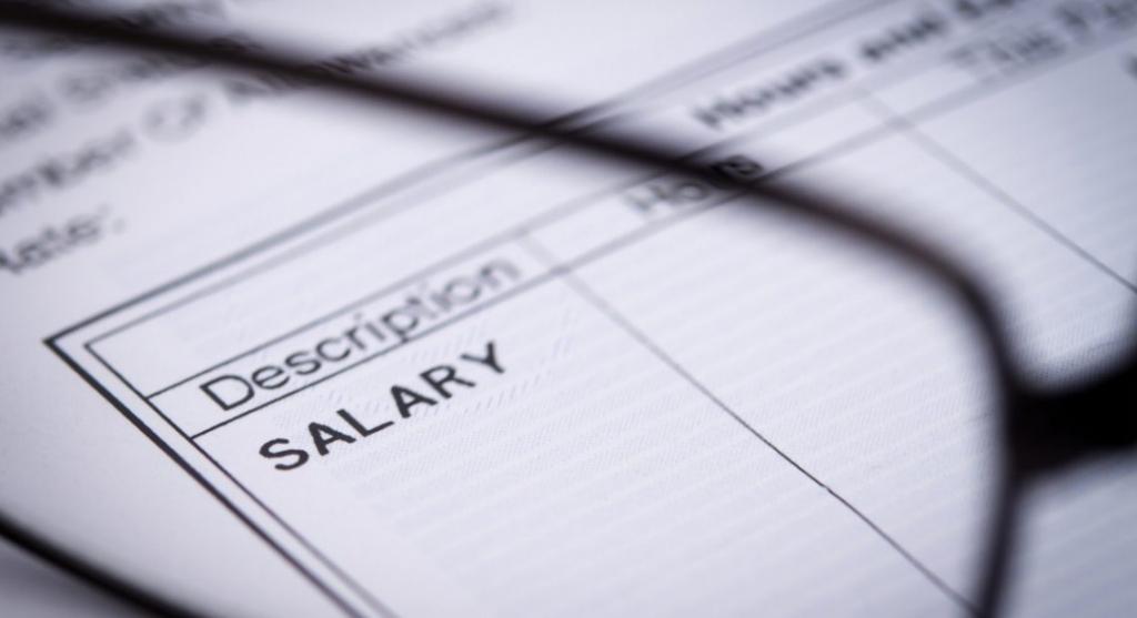 Estorsione: commette il reato il datore di lavoro che minaccia il dipendente di licenziamento per fargli firmare la busta paga (Cass. Pen. Sez. II – 45413/18)
