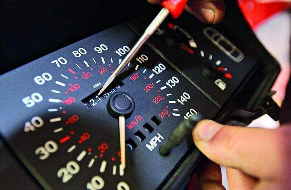 """Truffa contrattuale: configurabile in caso di vettura con i chilometri """"scalati"""" se il venditore ne era a conoscenza (Cass. Pen. Sez. III – 24027/18)"""